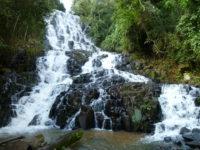 Salto de agua Ita Kamby, representativo del esplendor acuífero de Paraguay.